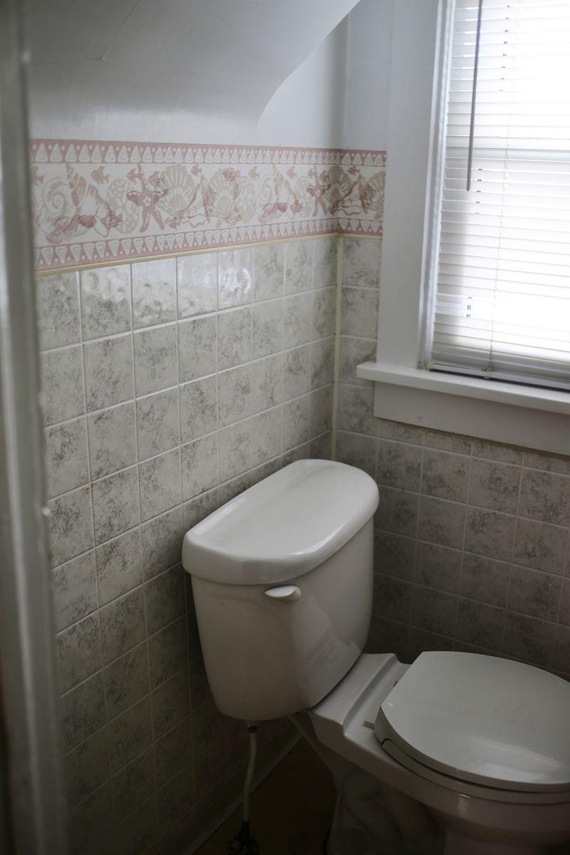 Tiny bathroom BEFORE