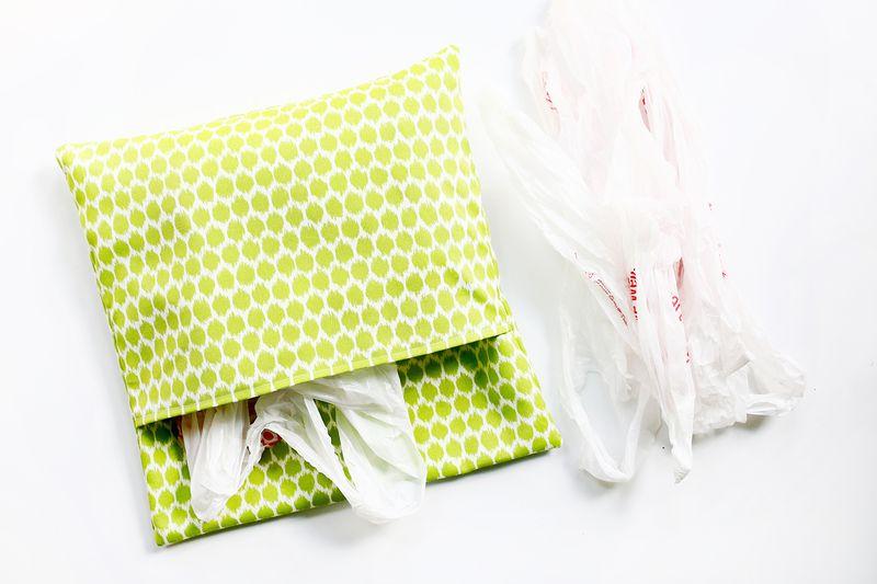 Three ways to make outdoor pillows (click through for tutorial)