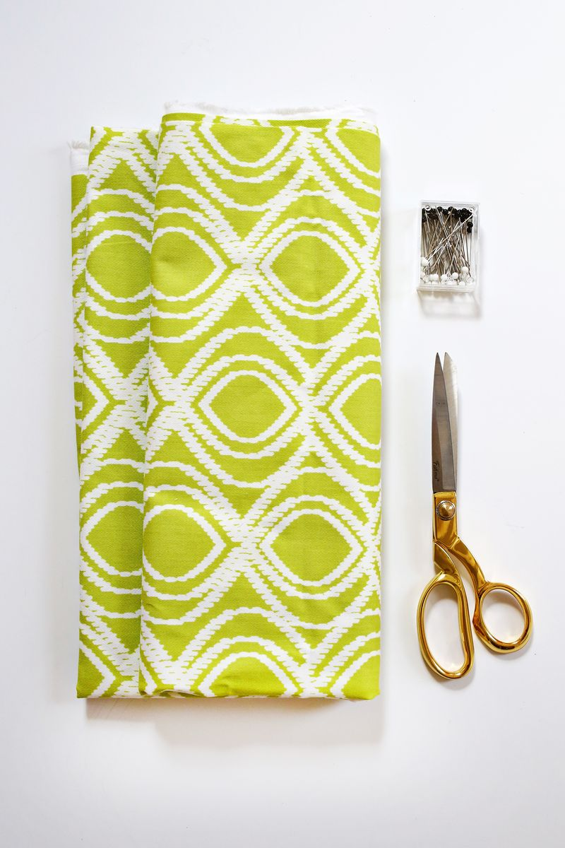 Easy Envelope-Style Pillow Tutorial (click through for instructions)