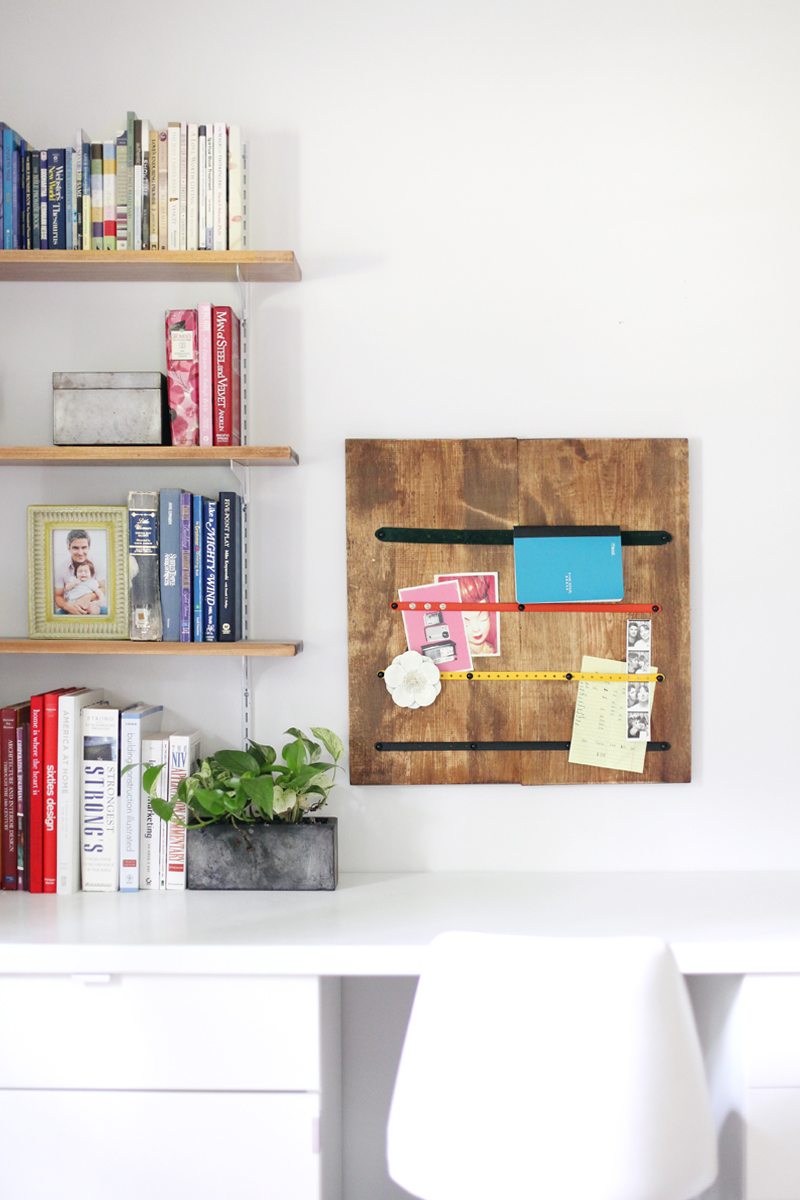 Make a memo board out of old, worn-out belts.