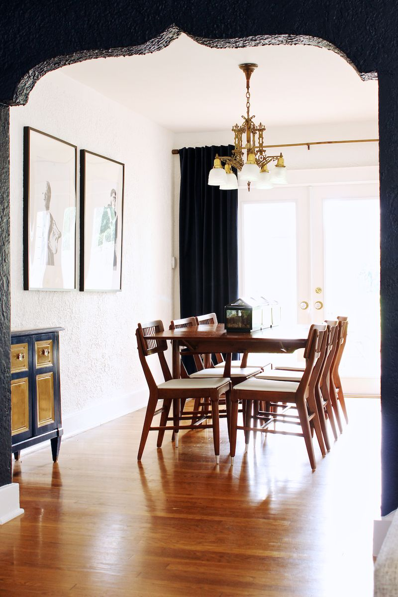 Love the contrast of the black and the bright dining space