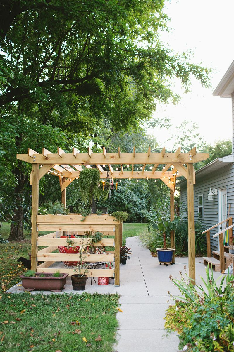 build your own pergola part two building a beautiful mess. Black Bedroom Furniture Sets. Home Design Ideas