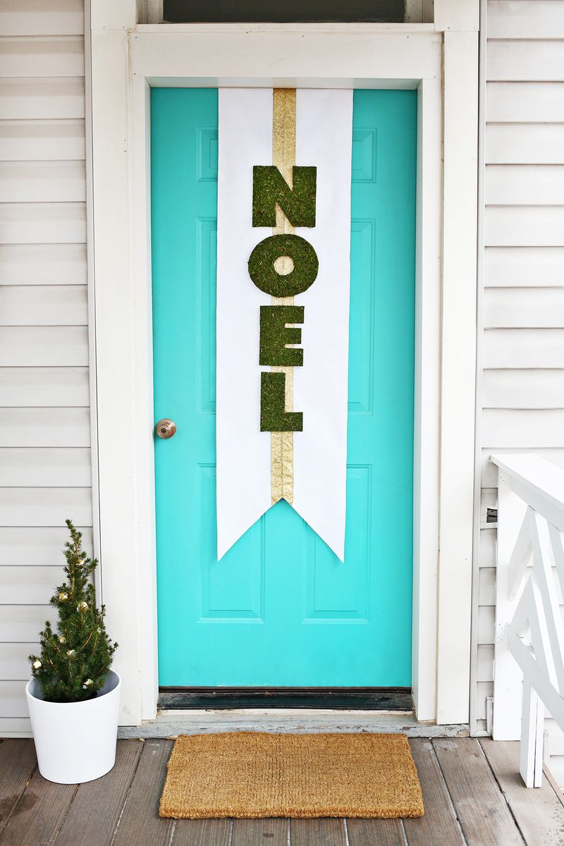 Noel door banner DIY (click through for tutorial) & Holiday Door Banner DIY - A Beautiful Mess