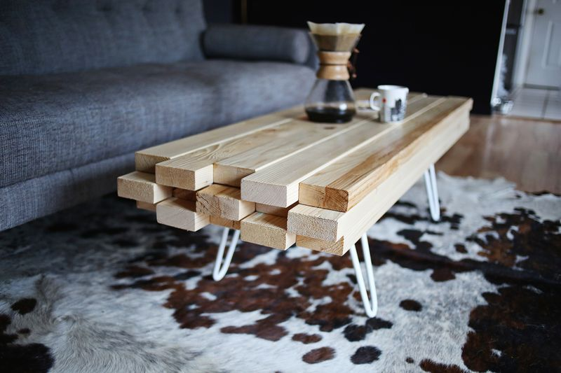 Diy wooden coffee table a beautiful mess Table basse planche bois