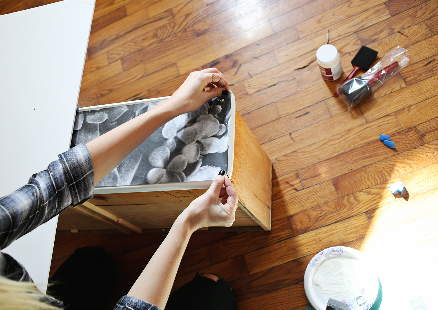 How to decoupage photos to wood furniture