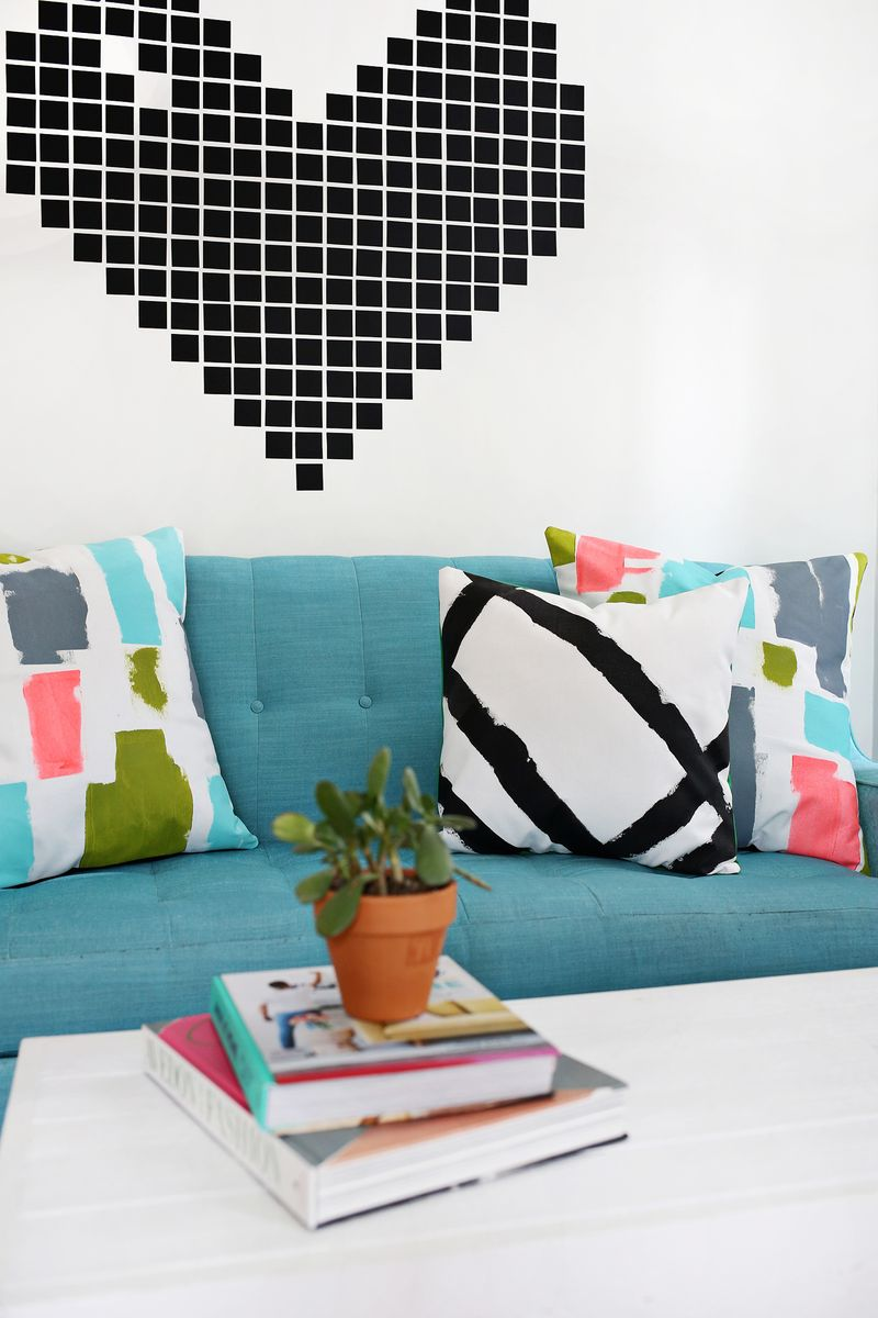 DIY abstract pillows—so cute! (click through for tutorial)