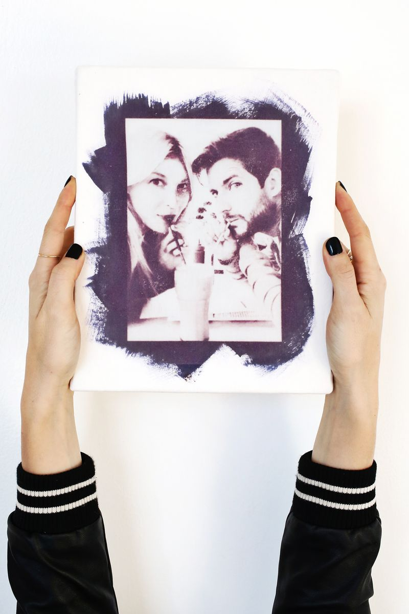 Use the Sun to Print Photos Onto Fabric! (click through for tutorial)