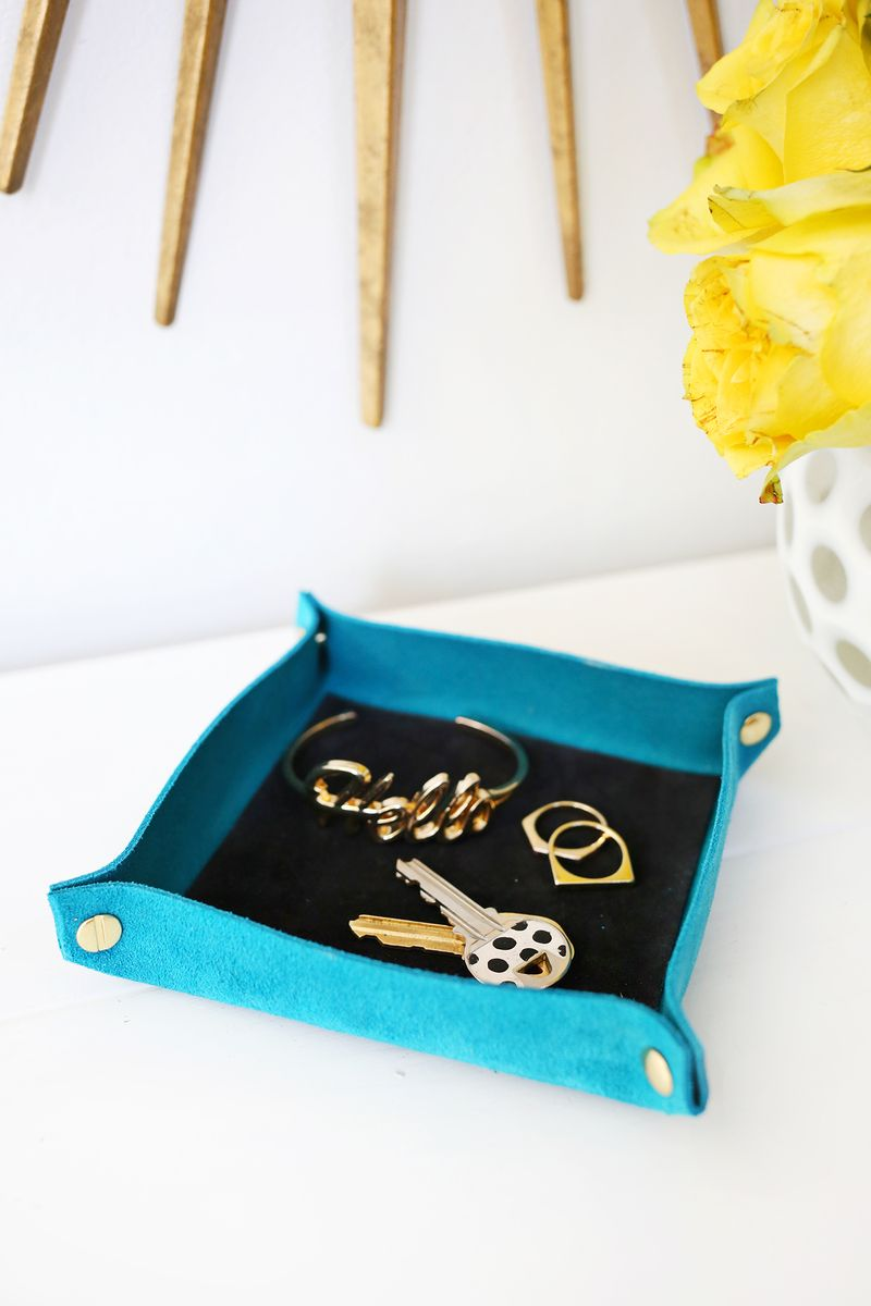 Seude Colorblocked Catchall DIY (click through for tutorial)
