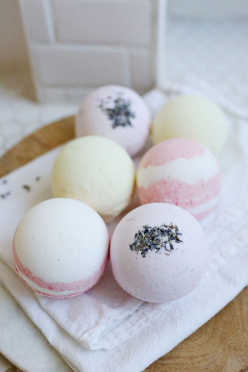 Fool proof homemade bath bombs via abeautifulmess.com