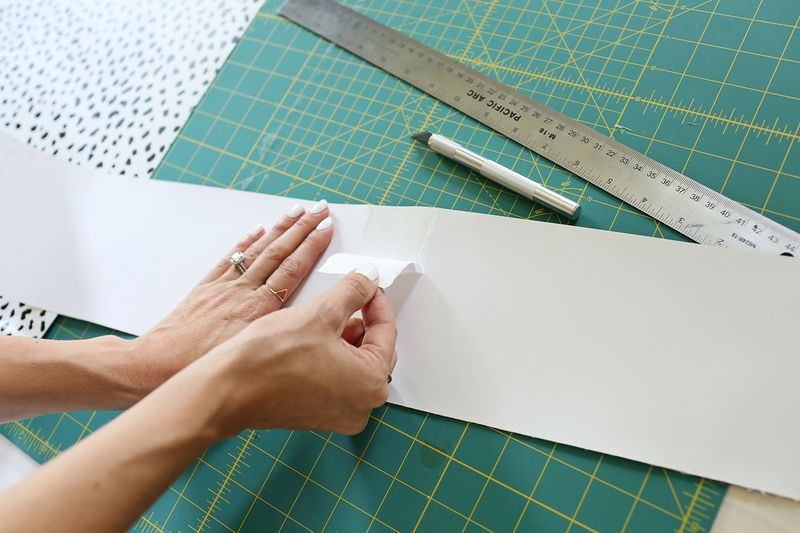 How to hang removeable wallpaper