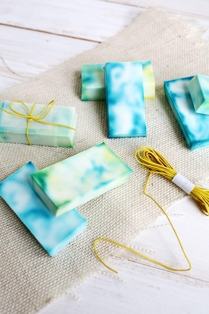 Easy tie dye soap! (click through for tutorial)
