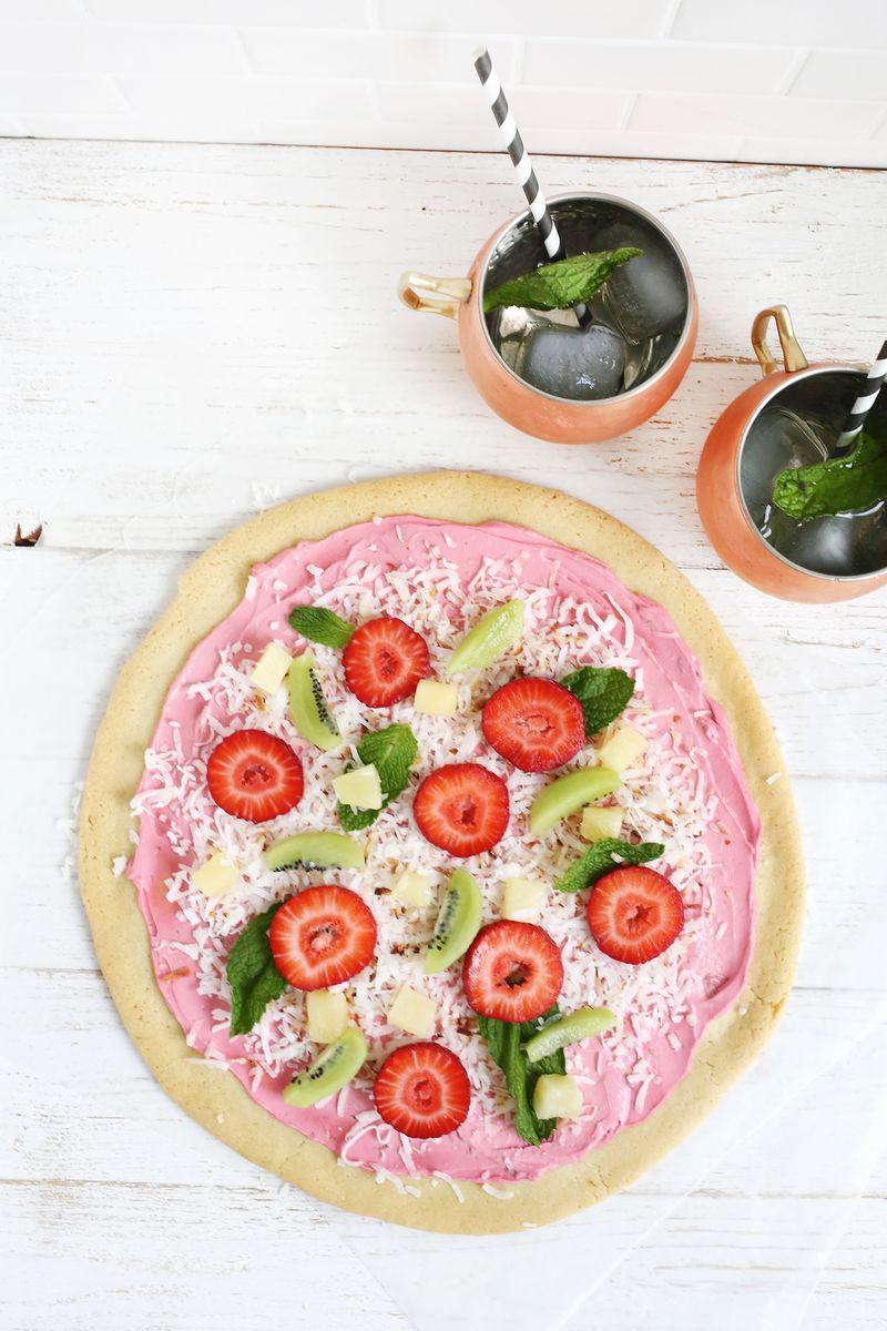 Adorable fruit pizza! (click through for recipe)