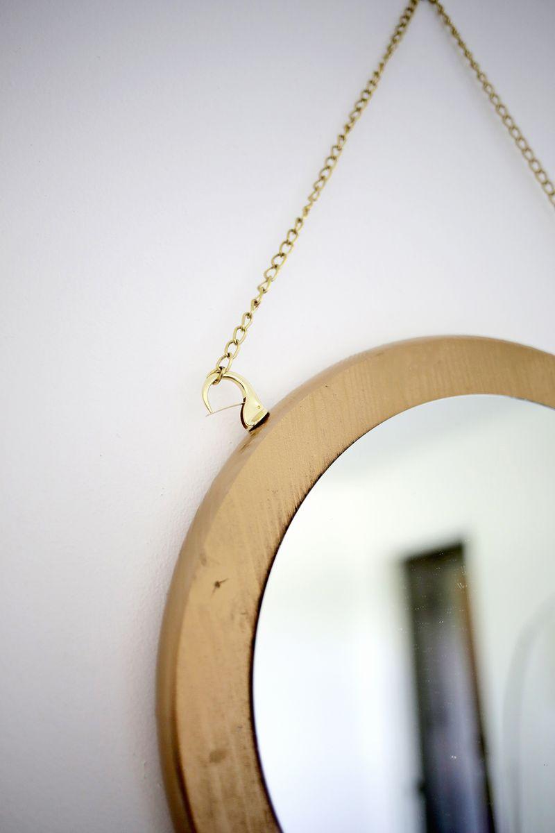 Circle Chain Mirror DIY (click through for tutorial)