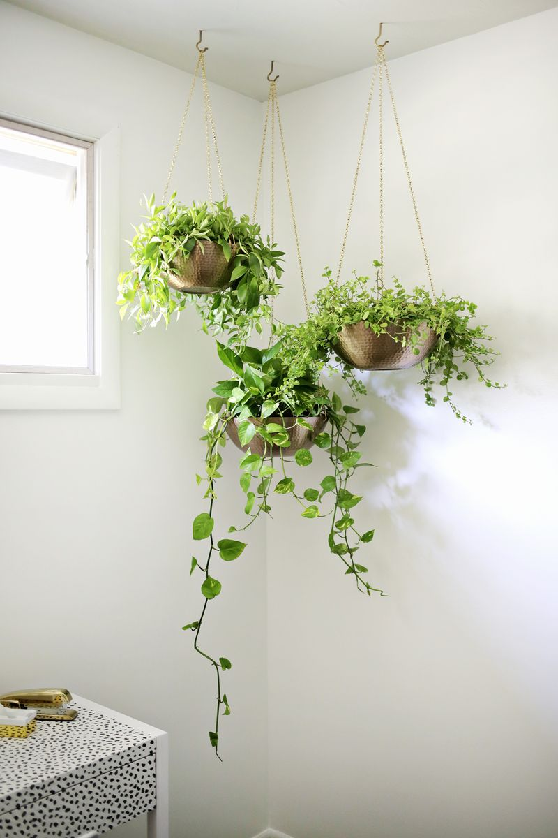Hanging planters out of metal bowls—love this! (click through for tutorial)