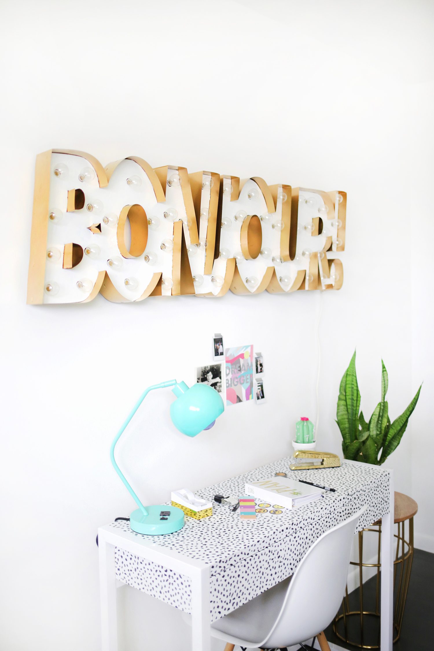 Metal edge marquee DIY in whatever font or phrase you want! (click through for tutorial)