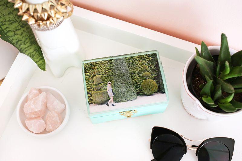Epoxy top jewelry box DIY (click through for more) & Epoxy Jewelry Box DIY u2013 A Beautiful Mess Aboutintivar.Com