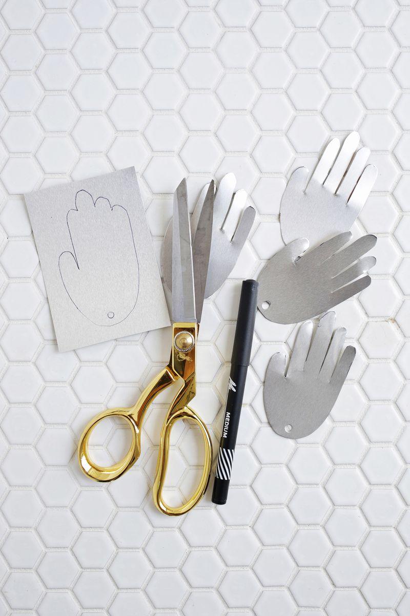 Metal hand photo garland DIY (click through for tutorial