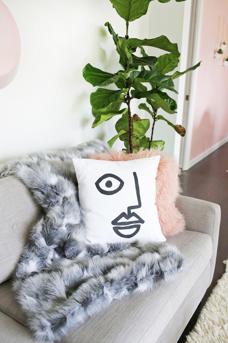 Easy abstract face pillow DIY (click through for tutorial)