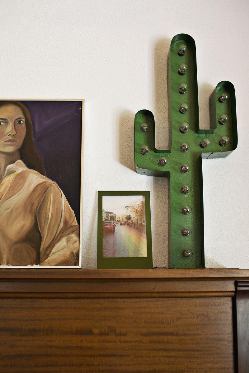 Easy light up photo frame (via abeautifulmess.com)