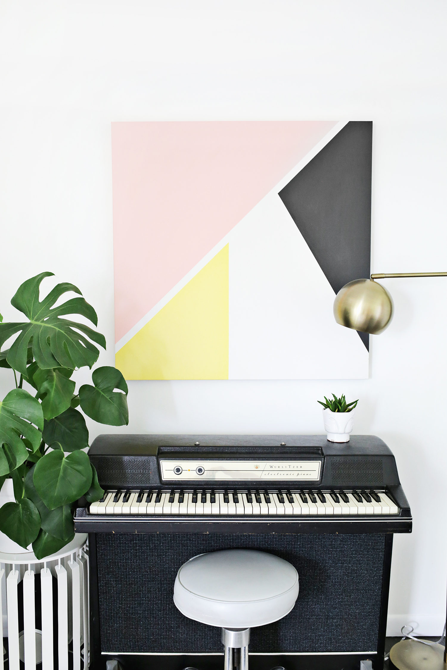 Easy abstract modern art DIY (click through for tutorial)