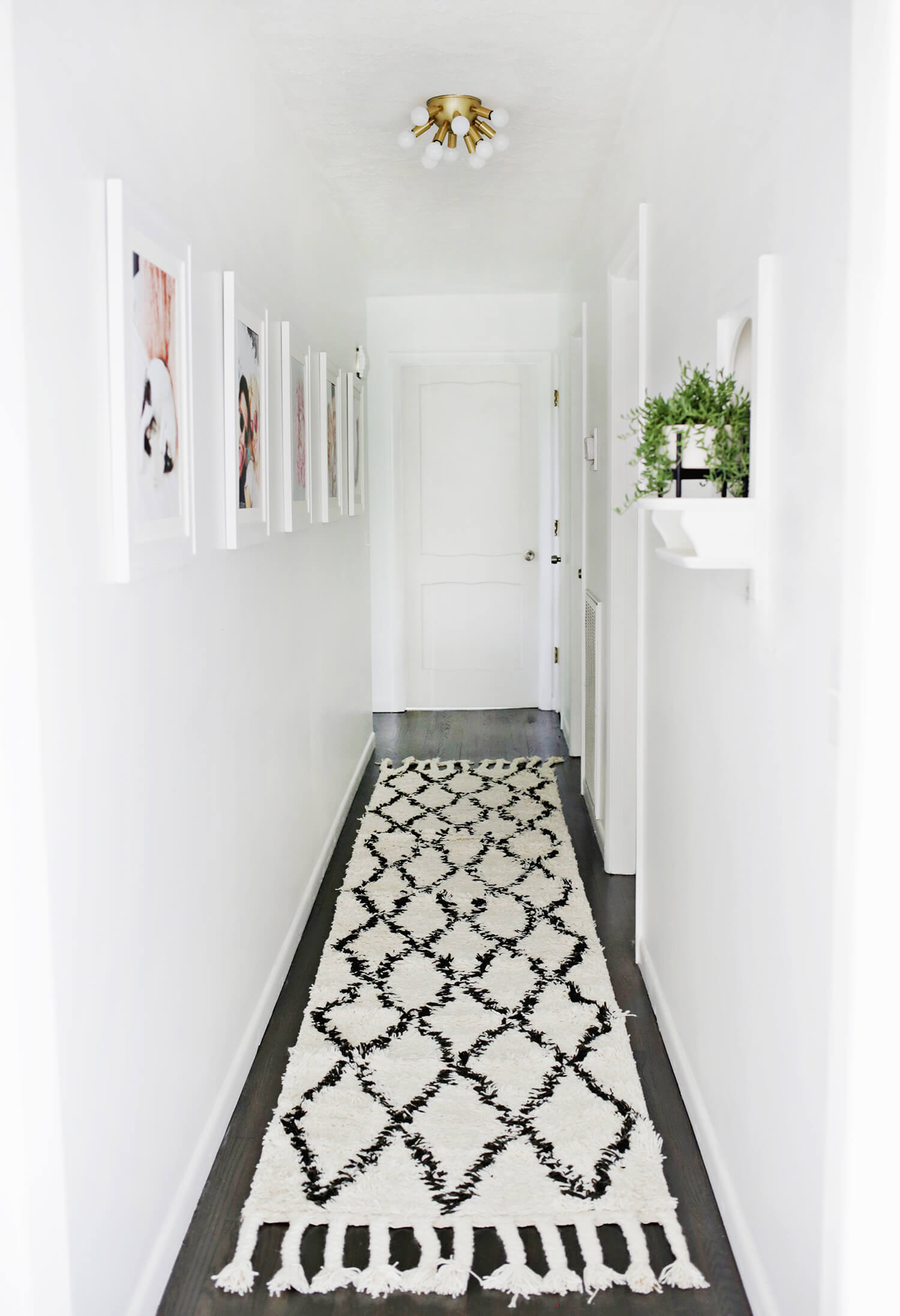 When decorating your house, don't forget about the hallway! (click through for tips!)