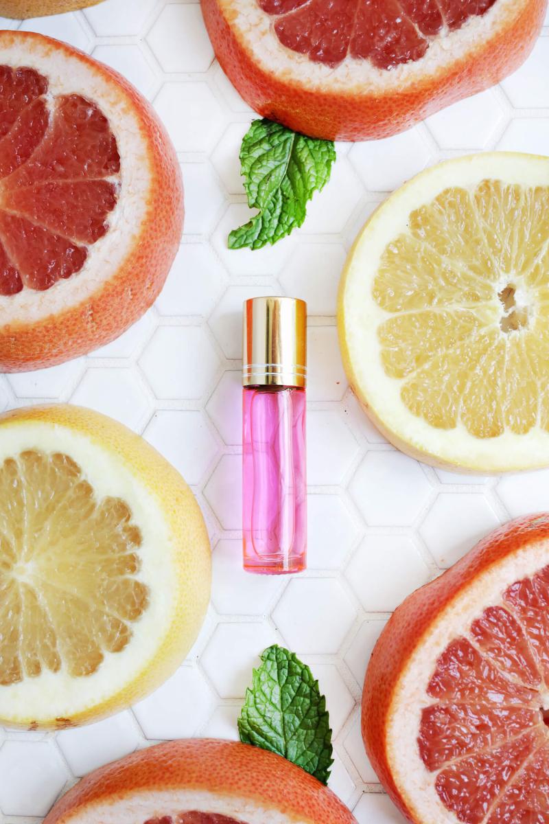 Grapefruit + Peppermint Perfume DIY (click through for tutorial