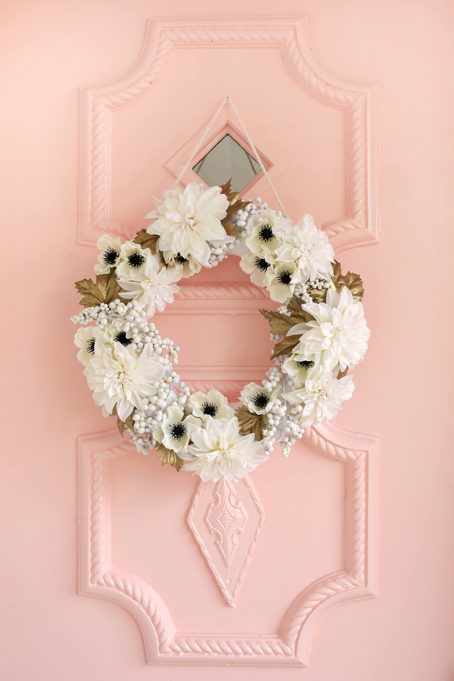 Pretty White + Gold Holiday Wreath DIY (click through for tutorial)