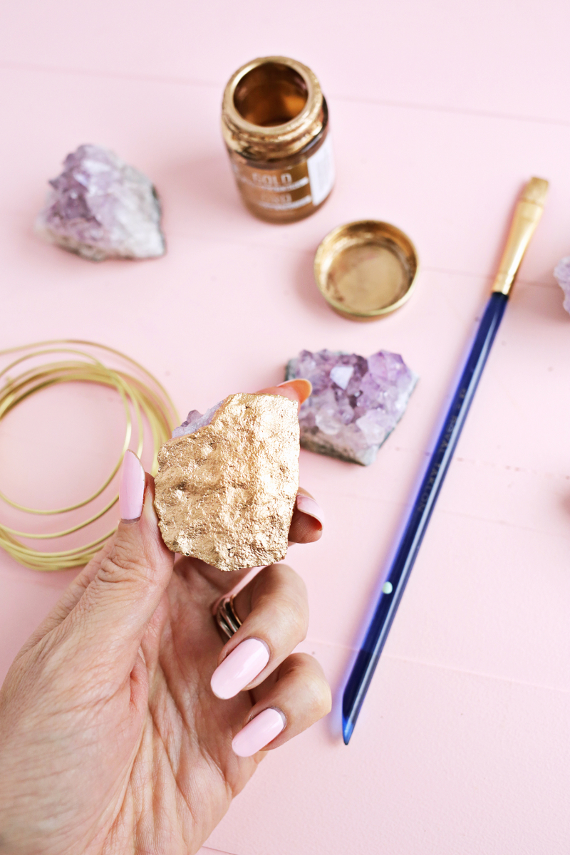 Pretty! Geode Ornament DIY (click through for tutorial)