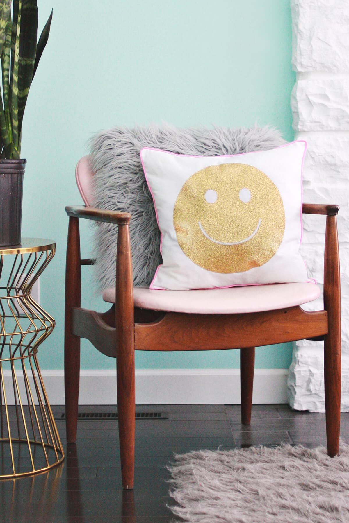 Heat Transfer Glitter Pillow DIY