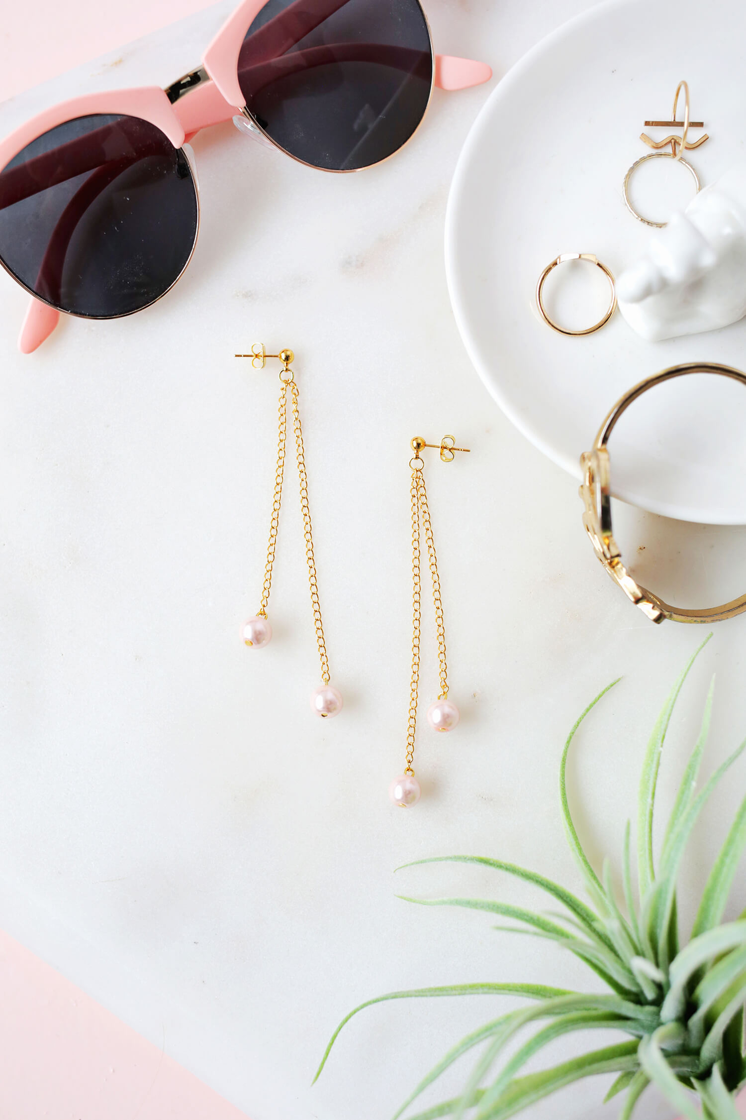 Pearl Dangle Earring DIY (click through for tutorial)