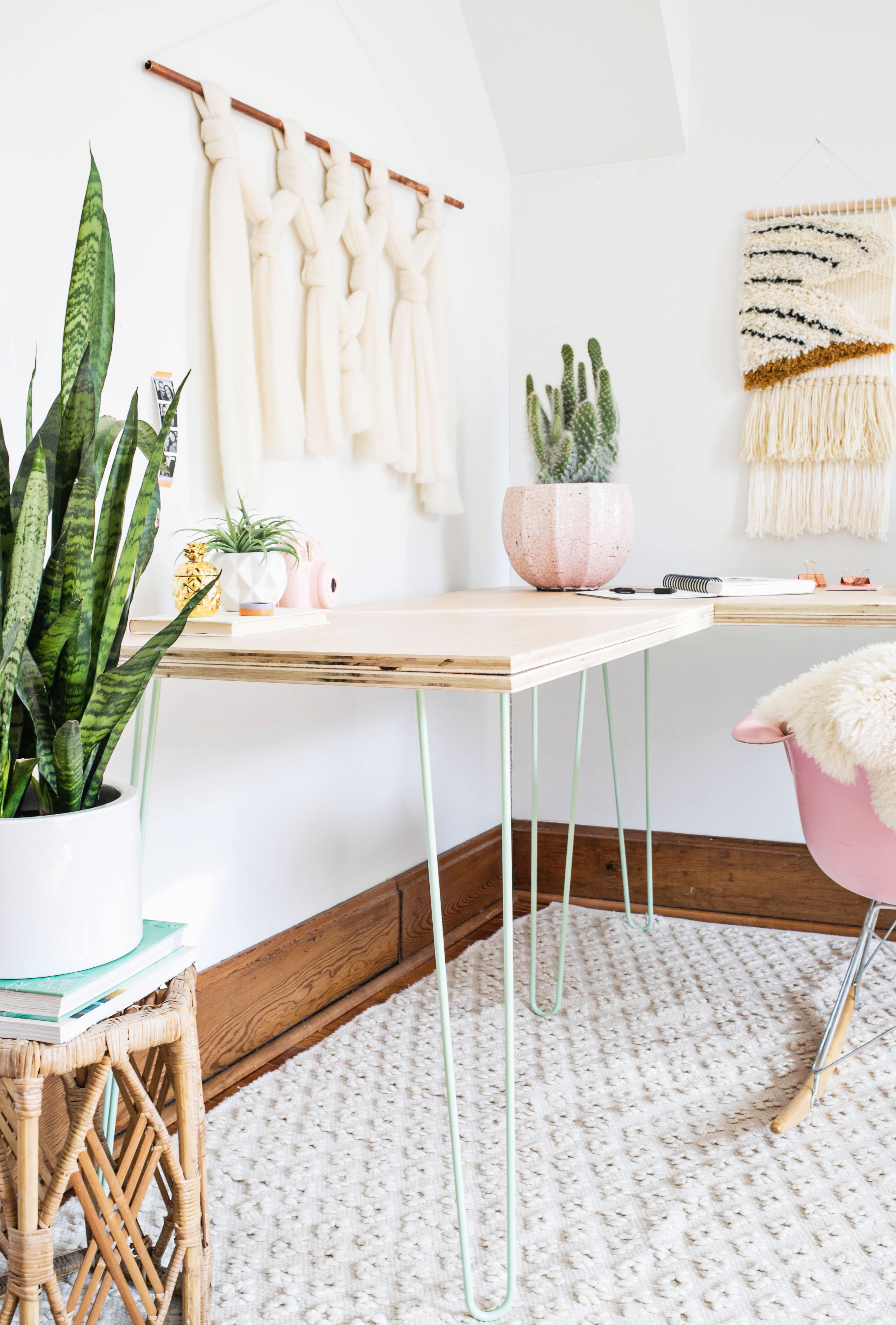 Transformable hairpin leg desktop diy a beautiful mess i designed this table knowing id use these beautiful mint hairpin legs from diy hairpin legs ive always used vintage black legs but have noticed my style watchthetrailerfo