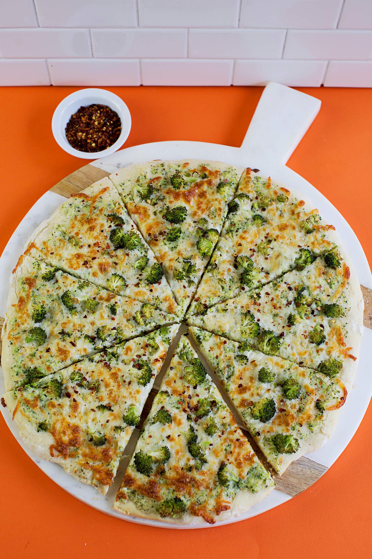 Creamy Double Broccoli Pizza (via sleekbawd.com)