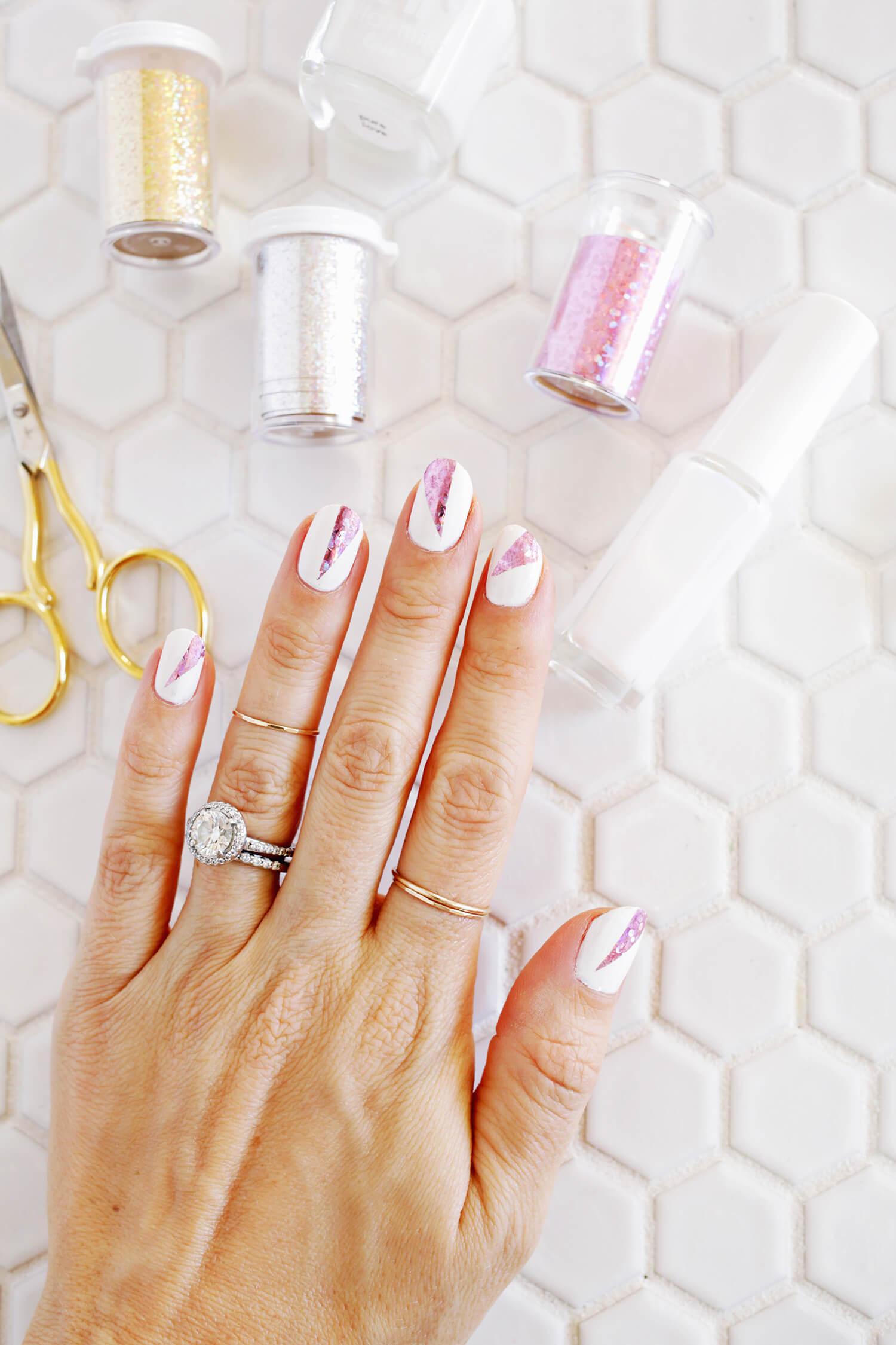 DIY Foil Manicure (click through for tutorial)