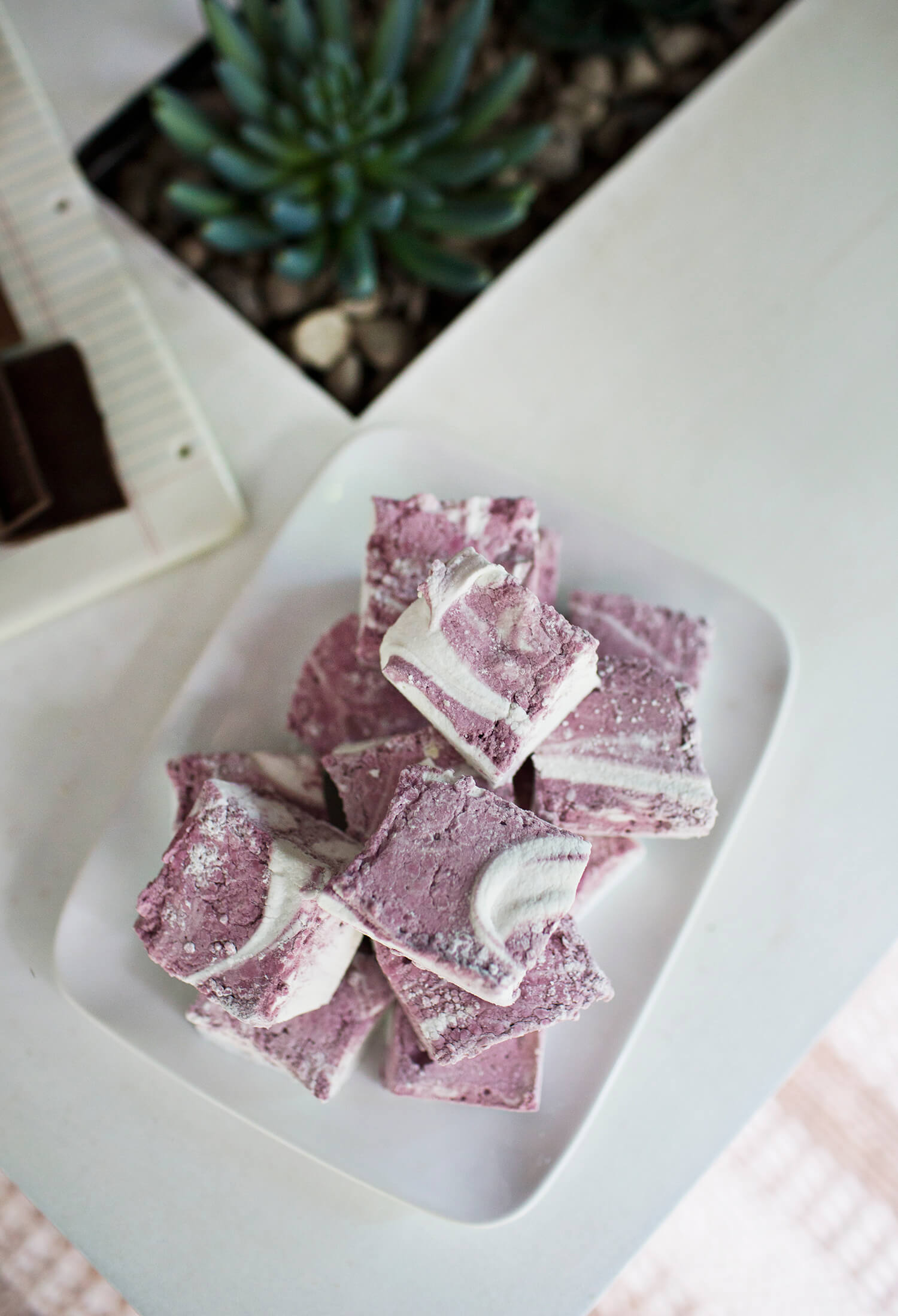 Red Wine Marshmallow recipe (via fitness-4all.com)