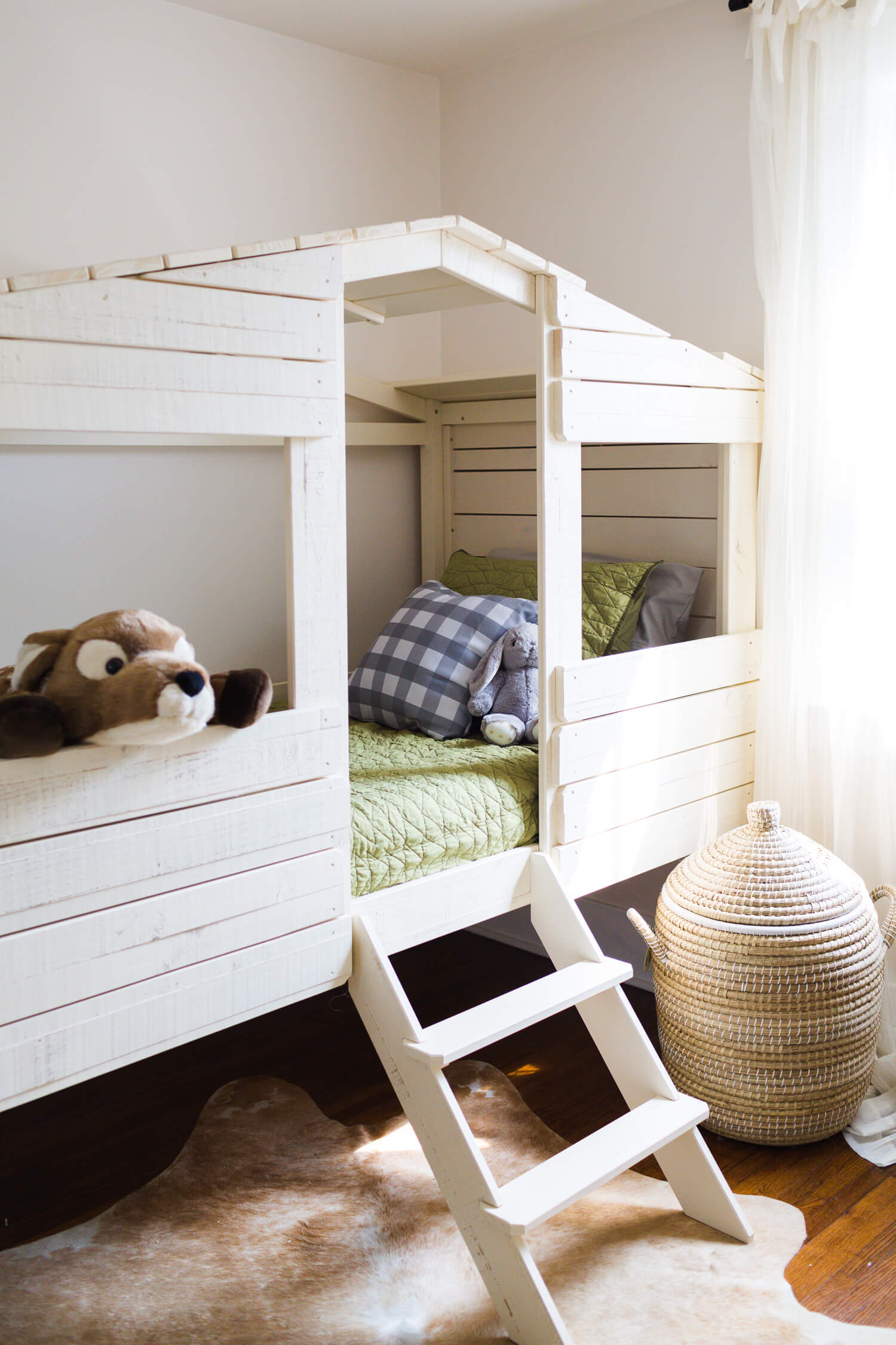 Welcome To Our Treehouse- a guest room for kids via A Beautiful Mess
