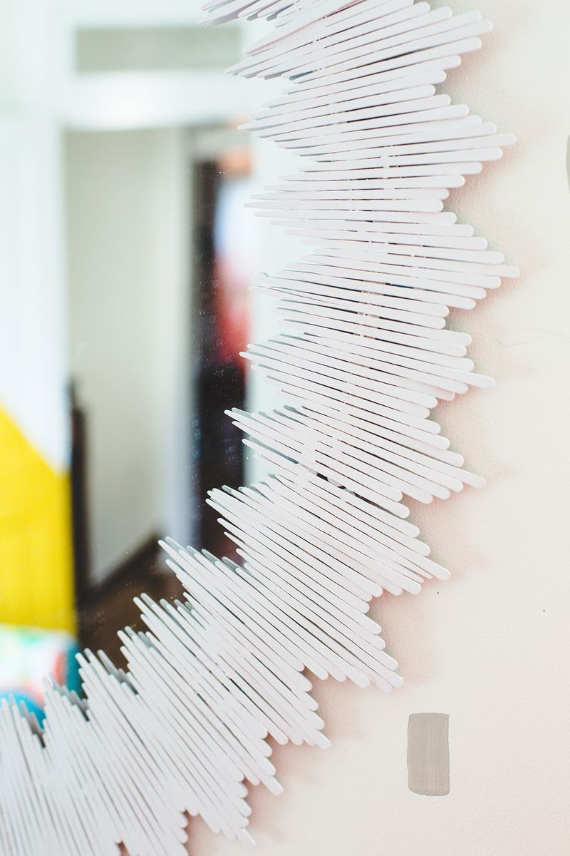 Delicate Sunburst Mirror DIY (click through for tutorial)