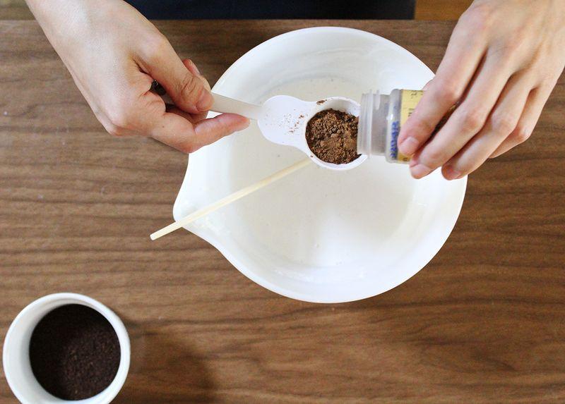 Add cake spice