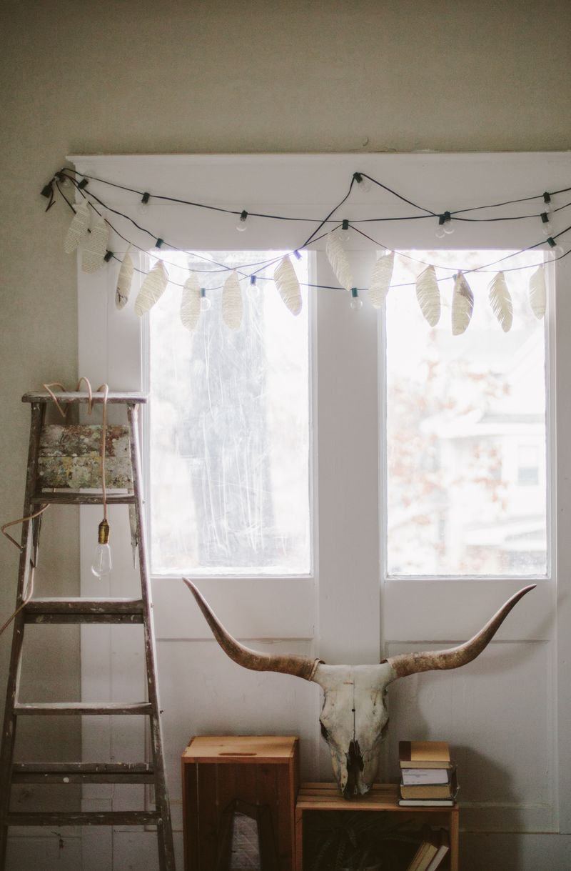 Feather garland skull decor ladder lamp bedroom decor-6
