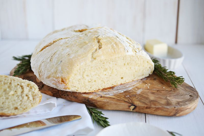 How to bake dutch oven bread via A Beautiful Mess