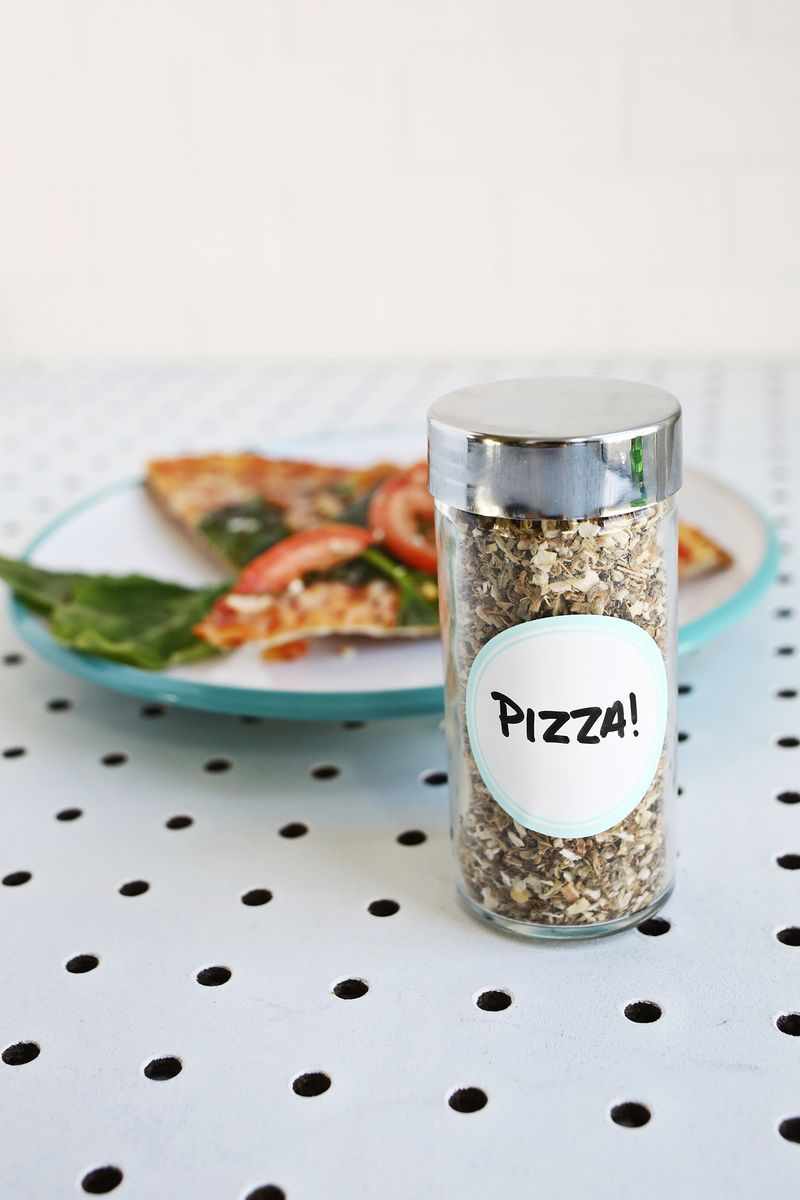 Make Your Own Homemade Seasoning Mixes—these make great gifts! (click through for recipes)
