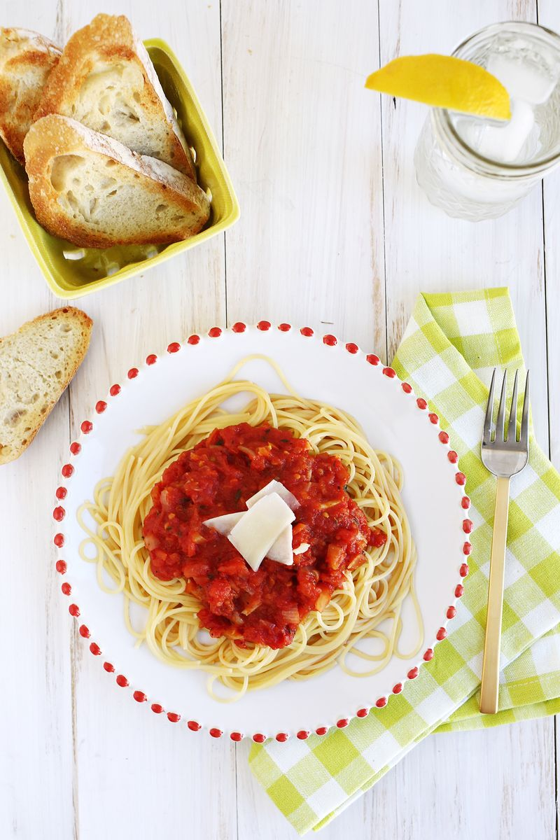 Easy homemade tomato sauce