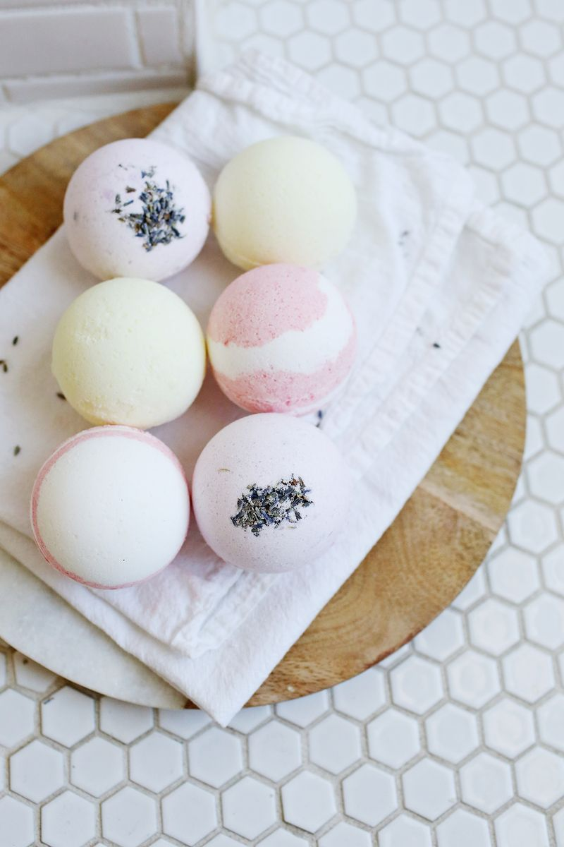Homemade bath bombs a beautiful mess easy homemade bath bombs solutioingenieria Gallery