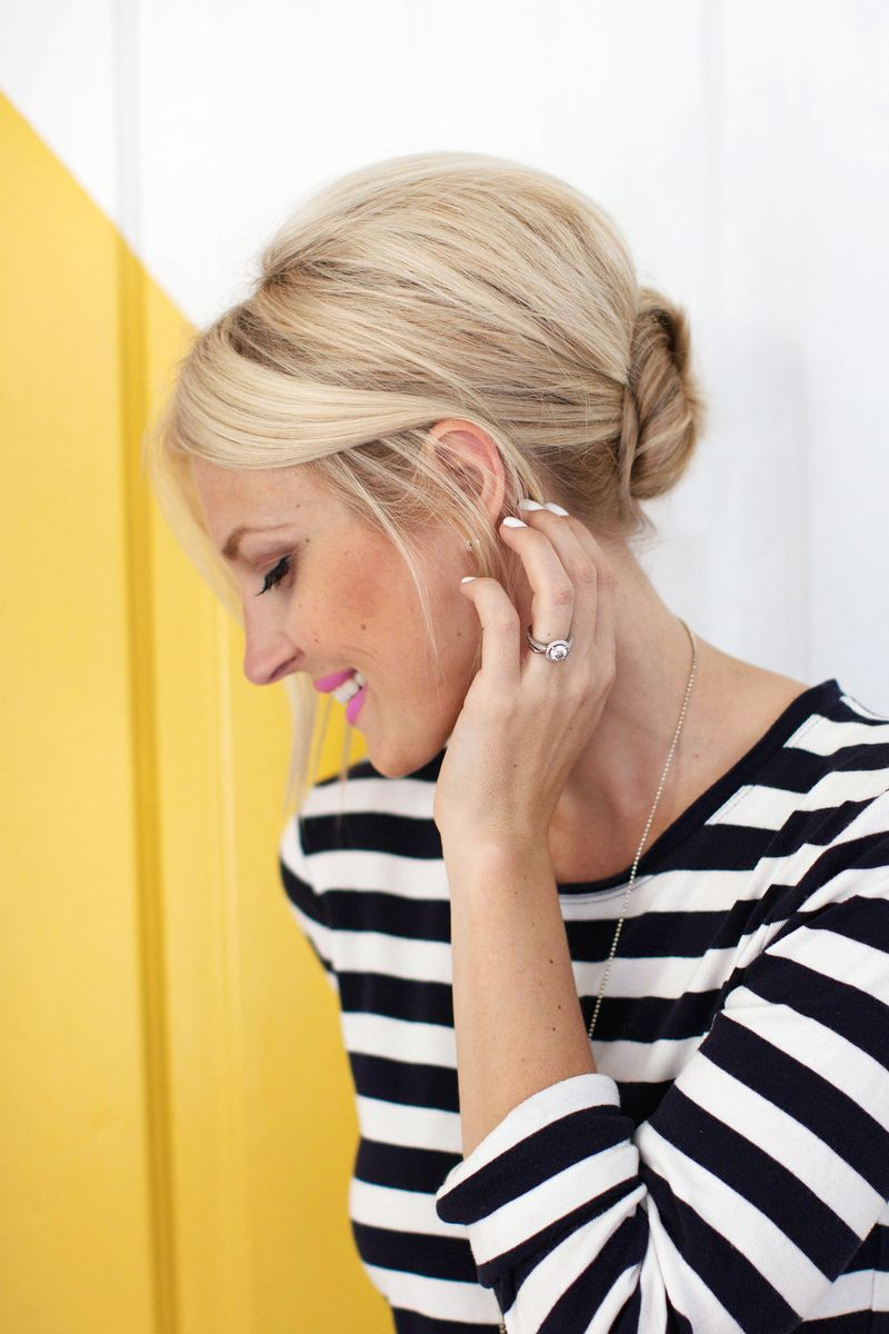 Easy + pretty! Simple Chignon Updo (click through for tutorial)