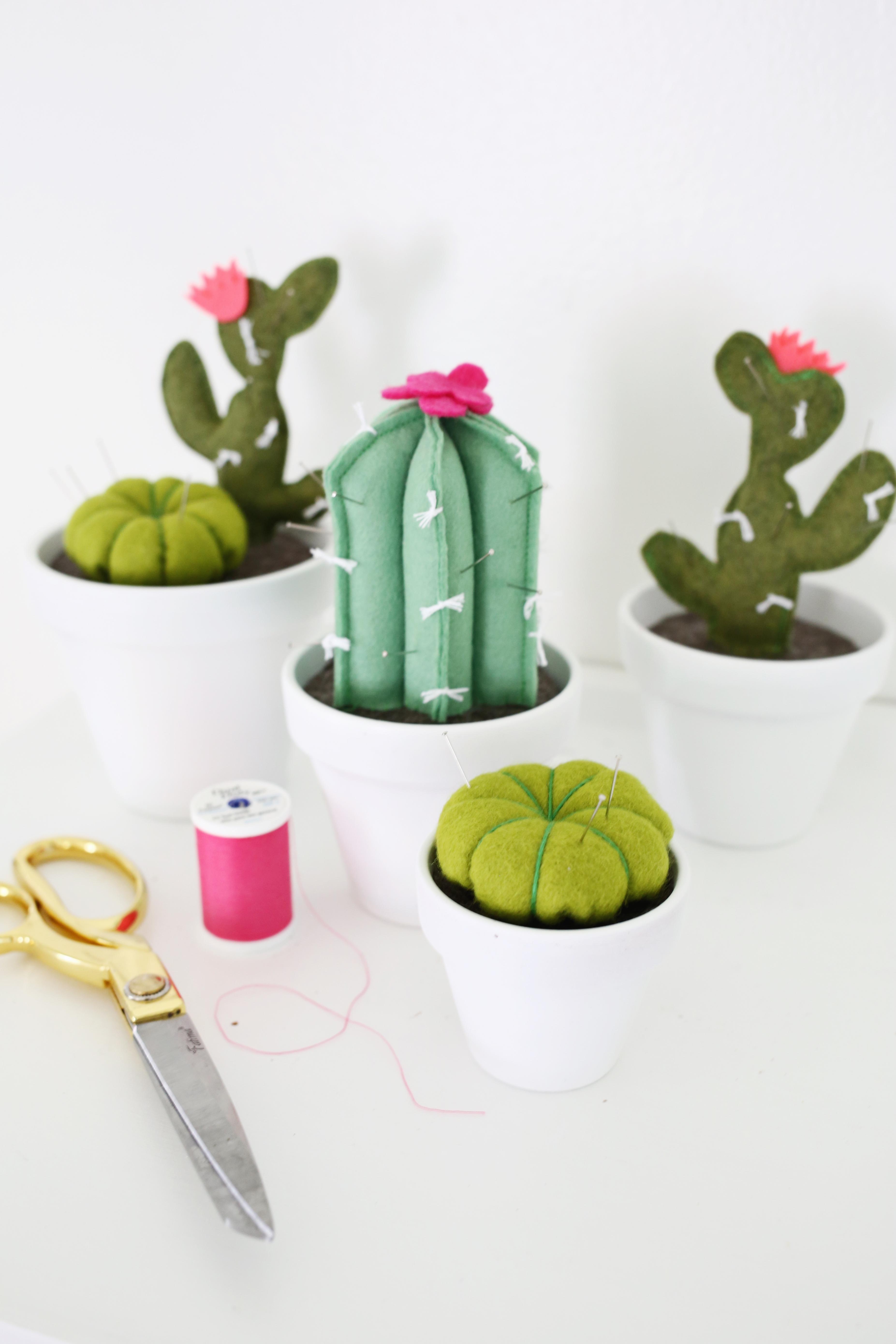 Adorable! cactus pincushion DIY (click through for tutorial)