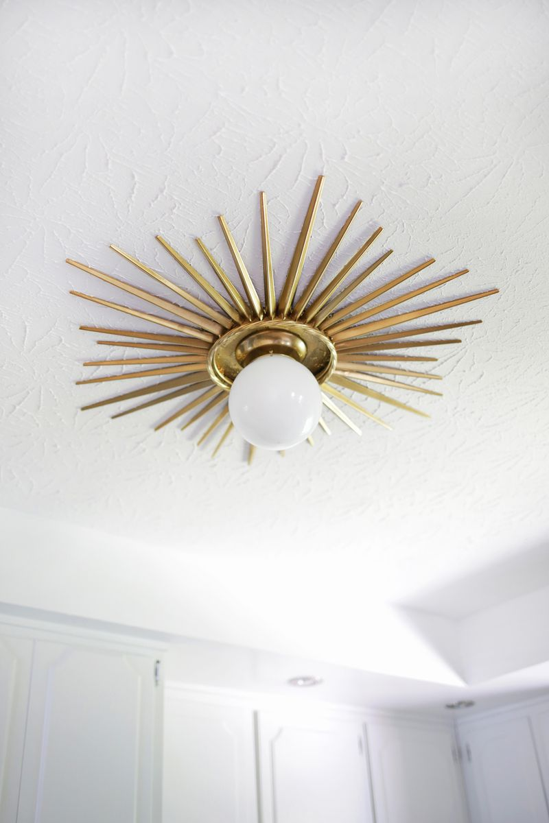 Need to do this! Sunburst ceiling medallion DIY (click through for tutorial)