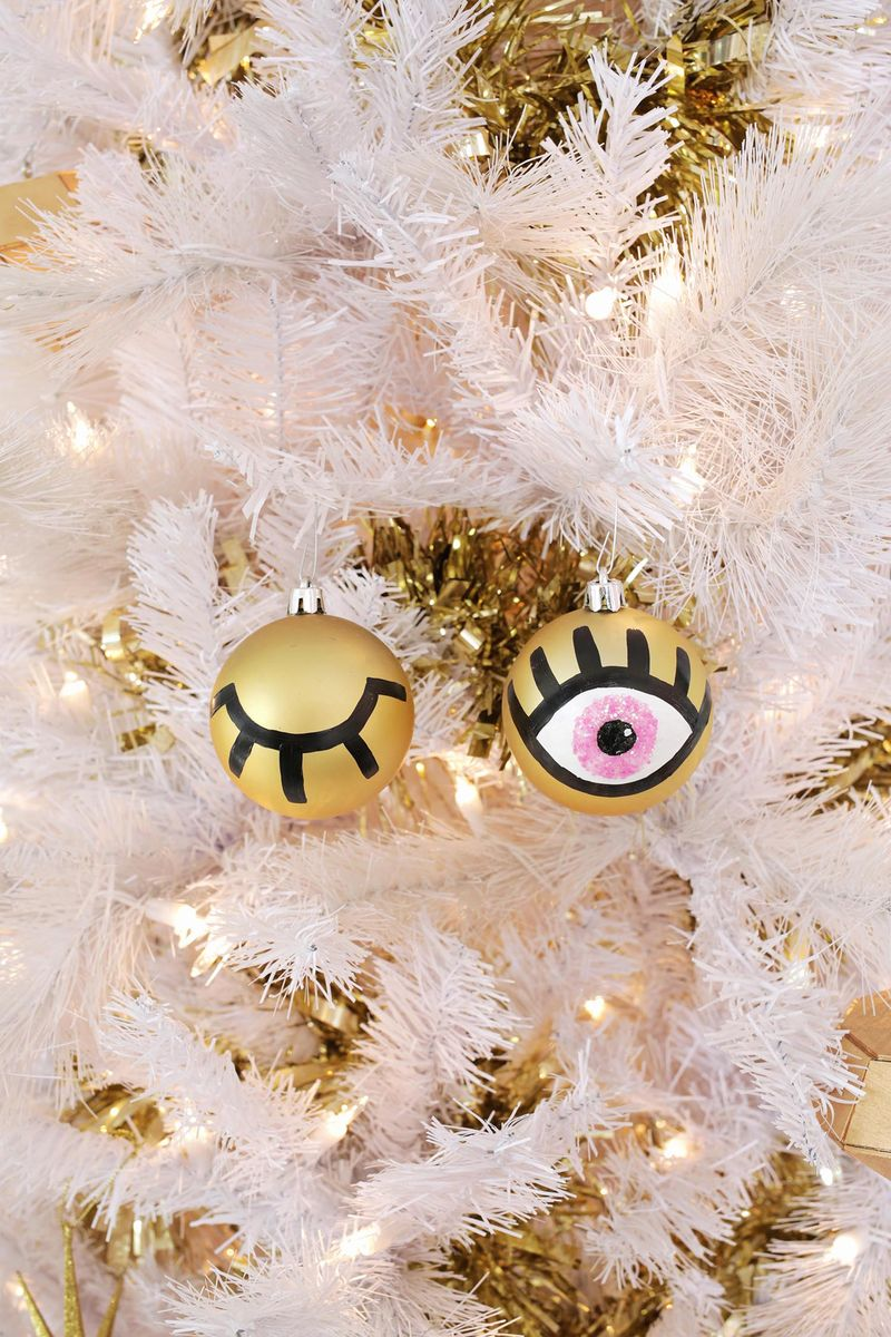AGH! So cute! Eye ornament DIY (click through for tutorial)