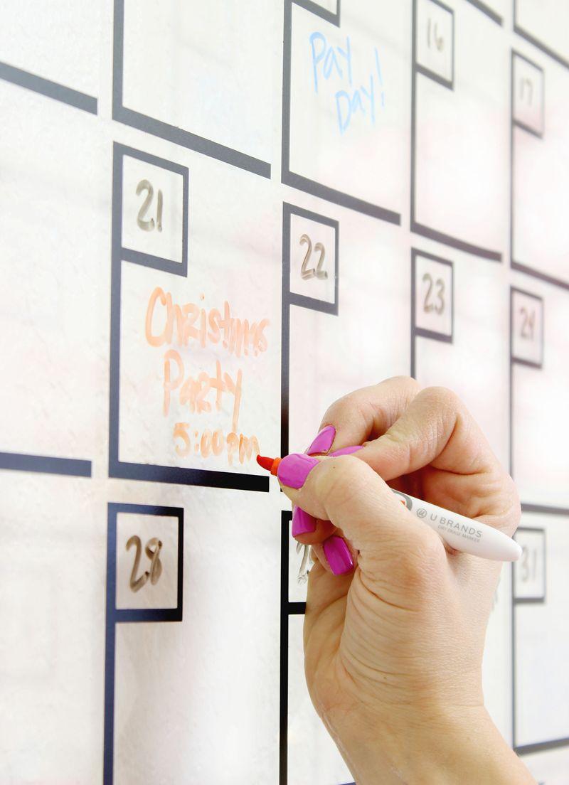 Diy acrylic calendar a beautiful mess love this diy acrylic calendar click for tutorial saigontimesfo