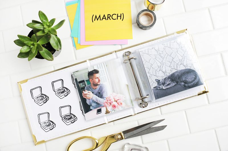 Print only 5 photos a month to make a year-long photo book! (click through for more