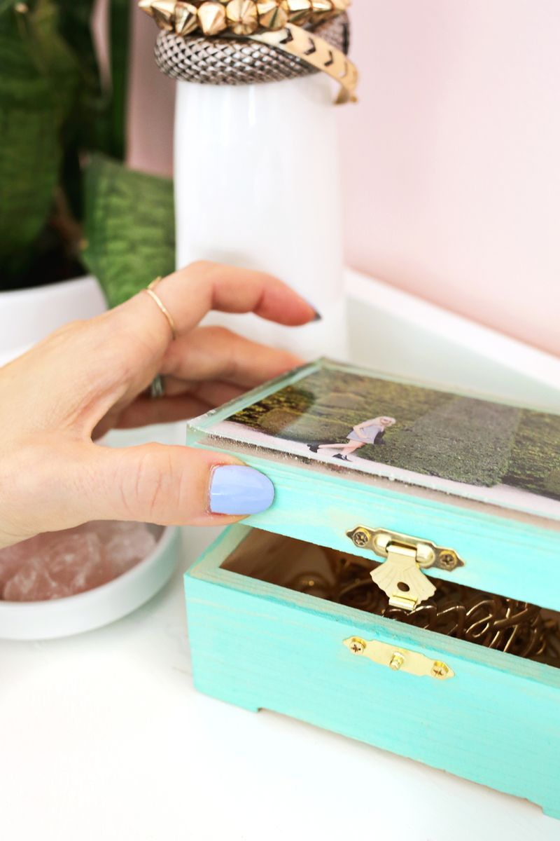 Epoxy jewelry box diy a beautiful mess epoxy top jewelry box diy click through for more solutioingenieria Images