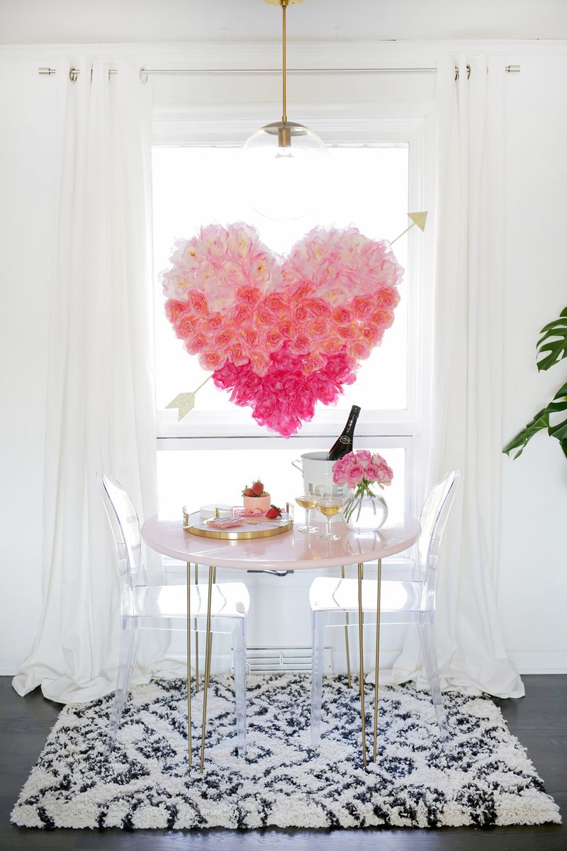 So pretty! Hanging Flower Heart DIY (click through for tutorial)